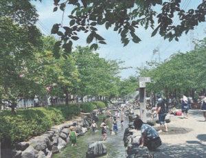 自然の里山をイメージした親水公園と親水緑道